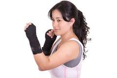 Μικτός θηλυκό μαχητής πολεμικών τεχνών που φορά MMA Στοκ φωτογραφία με δικαίωμα ελεύθερης χρήσης