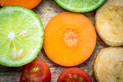 Μικτό καρότο μπανανών ντοματών λεμονιών φρούτων Στοκ Εικόνες