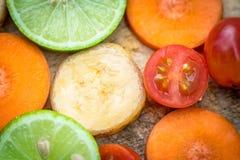 Μικτό καρότο μπανανών ντοματών λεμονιών φρούτων Στοκ Φωτογραφία