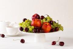 Μικτό σύνολο φρέσκων ακατέργαστων ώριμων φρούτων Στοκ φωτογραφία με δικαίωμα ελεύθερης χρήσης