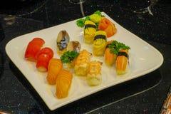 μικτό nigiri σουσιών - ιαπωνικό ύφος τροφίμων Στοκ φωτογραφίες με δικαίωμα ελεύθερης χρήσης