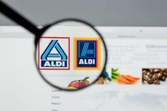 Μιλάνο, Ιταλία - 10 Αυγούστου 2017: Αρχική σελίδα ιστοχώρου ALDI Είναι Στοκ Φωτογραφίες