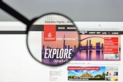 Μιλάνο, Ιταλία - 10 Αυγούστου 2017: Ιστοχώρος πτήσεων εμιράτων homepag Στοκ Εικόνες
