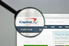 Μιλάνο, Ιταλία - 10 Αυγούστου 2017: Ιστοχώρος τραπεζών Capitalone κεφάλαιο Στοκ Φωτογραφία