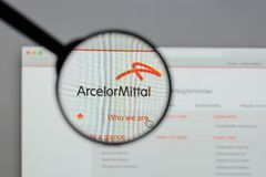 Μιλάνο, Ιταλία - 10 Αυγούστου 2017: Λογότυπο Mittal Arcelor στο websi Στοκ Εικόνες