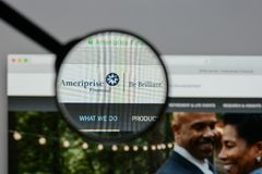 Μιλάνο, Ιταλία - 10 Αυγούστου 2017: Οικονομικός ιστοχώρος Ameriprise hom Στοκ φωτογραφία με δικαίωμα ελεύθερης χρήσης