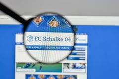 Μιλάνο, Ιταλία - 10 Αυγούστου 2017: FC Schalke 04 λογότυπο στο websit Στοκ φωτογραφία με δικαίωμα ελεύθερης χρήσης