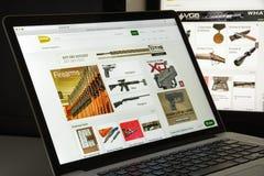 Μιλάνο, Ιταλία - 10 Αυγούστου 2017: Gunbroker αρχική σελίδα ιστοχώρου COM Στοκ Εικόνες