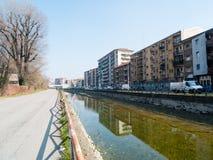 Μιλάνο-Ιταλία-03 12 2014, ζώνη του καναλιού Navigli του νερού passe Στοκ Φωτογραφίες