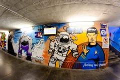 Μιλάνο, Ιταλία - 19 Οκτωβρίου 2015: Γκράφιτι σε μια υπόγεια διάβαση Μιλάνο υπογείων στοκ εικόνες