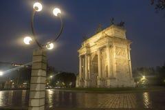Μιλάνο: Arco ρυθμός della στο βράδυ Στοκ Εικόνα