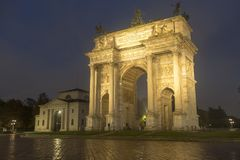 Μιλάνο: Arco ρυθμός della στο βράδυ Στοκ Φωτογραφία