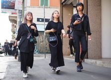 ΜΙΛΑΝΟ, Ιταλία: Στις 19 Σεπτεμβρίου 2018: Μοντέρνη εξάρτηση ύφους οδών γυναικών στοκ φωτογραφίες με δικαίωμα ελεύθερης χρήσης