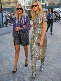 ΜΙΛΑΝΟ, Ιταλία: Στις 19 Σεπτεμβρίου 2018: CHIARA FERRAGNI και αδελφή VALENTINA που περπατά στην οδό Στοκ Φωτογραφία