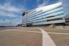 ΜΙΛΑΝΟ, ΙΤΑΛΙΑ - 19 ΑΥΓΟΎΣΤΟΥ 2017: Μιλάνο Λομβαρδία, Ιταλία: σύγχρονα τετράγωνο και κτίρια γραφείων στη νέα περιοχή Portello Στοκ εικόνα με δικαίωμα ελεύθερης χρήσης