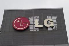 ΜΙΛΑΝΟ, ΙΤΑΛΙΑ - 2 ΜΑΡΤΊΟΥ 2017: Λογότυπο LG στο κτήριο Στοκ φωτογραφία με δικαίωμα ελεύθερης χρήσης