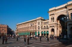 ΜΙΛΑΝΟ, ΙΤΑΛΙΑ - 10 ΝΟΕΜΒΡΊΟΥ 2016: Vittorio Emanuele Gallery και Piazza del Duomo στο Μιλάνο, Ιταλία Στοκ Εικόνες