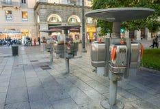 ΜΙΛΑΝΟ - 25 ΣΕΠΤΕΜΒΡΊΟΥ 2015: Ανοικτός τηλεφωνικός θάλαμος κοντά Piazza del Duo Στοκ εικόνες με δικαίωμα ελεύθερης χρήσης