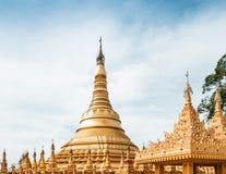 Μιμηθείτε της παγόδας Shwedagon στο ναό Suwankiri, Ranong, Thaila στοκ φωτογραφία
