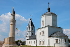 Μιναρές και εκκλησία της υπόθεσης Bulgar, Ρωσία Στοκ Εικόνες