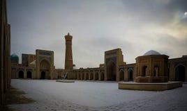 Μιναρές και προαύλιο Kalyan μουσουλμανικών τεμενών ως τμήμα po-ι-Kalyan σύνθετη Μπουχάρα, Ουζμπεκιστάν Στοκ Εικόνες