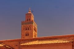 Μιναρές του μουσουλμανικού τεμένους Koutoubia στο Μαρόκο στο ηλιοβασίλεμα στοκ εικόνα με δικαίωμα ελεύθερης χρήσης