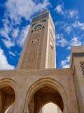 Μιναρές χαμηλός-γωνίας του Χασάν ΙΙ μουσουλμανικό τέμενος στοκ φωτογραφία με δικαίωμα ελεύθερης χρήσης