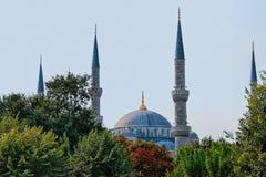Μιναρή του μπλε μουσουλμανικού τεμένους στη Ιστανμπούλ Στοκ φωτογραφία με δικαίωμα ελεύθερης χρήσης