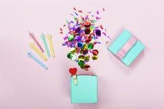 μινιμαλισμός γενέθλια ευτυχή περίληψη, επέτειος, υπόβαθρο, υπόβαθρο κομμάτων διάστημα αντιγράφων Στοκ Εικόνες