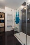 Μινιμαλιστικό διαμέρισμα - μικρό λουτρό Στοκ εικόνες με δικαίωμα ελεύθερης χρήσης
