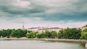 Μινσκ, Λευκορωσία Άποψη του Γενικού Επιτελείου του υπουργείου Αμύνης της Λευκορωσίας, της προκυμαίας πόλεων ` s και της οδού Komm απόθεμα βίντεο
