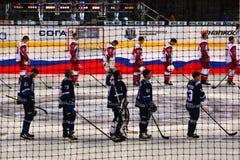Μινσκ, Λευκορωσία, 09 01 2018 - αντιστοιχία Dinamo Μινσκ Λευκορωσία - Lokomotiv Yaroslavl Ρωσία χόκεϋ Στοκ Εικόνα