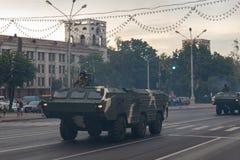 Μινσκ, Λευκορωσία - 1 Ιουλίου 2019: στρατιωτικός εξοπλισμός στο κέντρο πόλεων σε μια πρόβα για την παρέλαση της ημέρας της ανεξαρ στοκ φωτογραφία με δικαίωμα ελεύθερης χρήσης