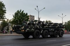 Μινσκ, Λευκορωσία - 1 Ιουλίου 2019: στρατιωτικός εξοπλισμός στο κέντρο πόλεων σε μια πρόβα για την παρέλαση της ημέρας της ανεξαρ στοκ φωτογραφίες