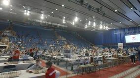 Μινσκ, Λευκορωσία - 22 Ιουνίου 2018 Παιδιά που παίζουν το σκάκι στο πρωτάθλημα φιλμ μικρού μήκους
