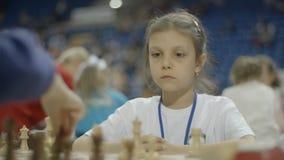 Μινσκ, Λευκορωσία - 22 Ιουνίου 2018 Πορτρέτο του σκακιού παιχνιδιού κοριτσιών απόθεμα βίντεο