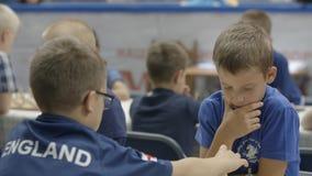 Μινσκ, Λευκορωσία - 22 Ιουνίου 2018 Τα παιδιά παίζουν στο πρωτάθλημα σκακιού φιλμ μικρού μήκους