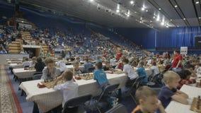 Μινσκ, Λευκορωσία - 22 Ιουνίου 2018 Τα παιδιά παίζουν το σκάκι στο διεθνές πρωτάθλημα φιλμ μικρού μήκους