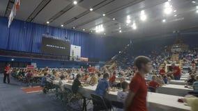 Μινσκ, Λευκορωσία - 22 Ιουνίου 2018 Τα παιδιά παίζουν το σκάκι στο παγκόσμιο πρωτάθλημα φιλμ μικρού μήκους