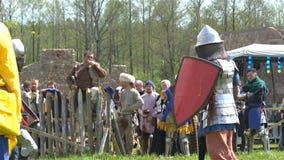 Μινσκ, Λευκορωσία - 13 Μαΐου 2017: Μάχη των μεσαιωνικών ιπποτών μονομαχία Φεστιβάλ της στρατιωτικής ιστορικής αναδημιουργίας απόθεμα βίντεο