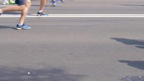 Μινσκ, Λευκορωσία 9 Σεπτεμβρίου 2018: Άνθρωποι ποδιών που τρέχουν έναν μαραθώνιο στην οδό φιλμ μικρού μήκους