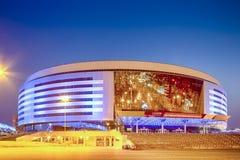 Μινσκ Λευκορωσία, στις 23 Απριλίου 2019: Χώρος του Μινσκ σύνθετος ως κύριο αθλητικό τόπο συναντήσεως με τον μπλε φωτισμό για τα δ στοκ φωτογραφία με δικαίωμα ελεύθερης χρήσης