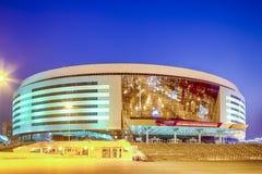 Μινσκ Λευκορωσία, στις 23 Απριλίου 2019: Χώρος του Μινσκ σύνθετος ως κύριο αθλητικό τόπο συναντήσεως με τον πρασινωπό φωτισμό για στοκ φωτογραφία