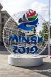 Μινσκ, Λευκορωσία, στις 9 Ιουνίου 2019 2 ευρωπαϊκοί αγώνες Ελαφριά σφαίρα με το λογότυπο των ευρωπαϊκών αγώνων κοντά στην είσοδο  στοκ φωτογραφία με δικαίωμα ελεύθερης χρήσης