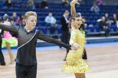 Μινσκ-Λευκορωσία, 22 Φεβρουαρίου: Το μη αναγνωρισμένο ζεύγος χορού εκτελεί Στοκ Εικόνα