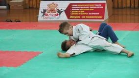 ΜΙΝΣΚ, ΛΕΥΚΟΡΩΣΙΑ 22 Απριλίου 2018: Ανταγωνισμός παιδιών τζούντου στο εσωτερικό απόθεμα βίντεο