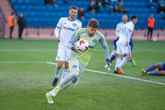 ΜΙΝΣΚ, ΛΕΥΚΟΡΩΣΙΑ - 7 ΑΠΡΙΛΊΟΥ 2018: Andrei Gorbunov με τη σφαίρα κατά τη διάρκεια του της Λευκορωσίας αγώνα ποδοσφαίρου της Prem Στοκ Εικόνα