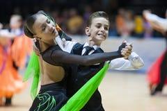 ΜΙΝΣΚ-ΛΕΥΚΟΡΩΣΙΑ, 18 ΜΑΪΟΥ: Το μη αναγνωρισμένο ζεύγος χορού εκτελεί Juven Στοκ φωτογραφία με δικαίωμα ελεύθερης χρήσης