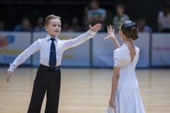 ΜΙΝΣΚ-ΛΕΥΚΟΡΩΣΙΑ, 18 ΜΑΪΟΥ: Το μη αναγνωρισμένο ζεύγος χορού εκτελεί Juven Στοκ εικόνα με δικαίωμα ελεύθερης χρήσης