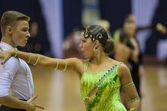 ΜΙΝΣΚ-ΛΕΥΚΟΡΩΣΙΑ, 17 ΦΕΒΡΟΥΑΡΙΟΥ: Το μη αναγνωρισμένο ζεύγος χορού εκτελεί Στοκ φωτογραφία με δικαίωμα ελεύθερης χρήσης